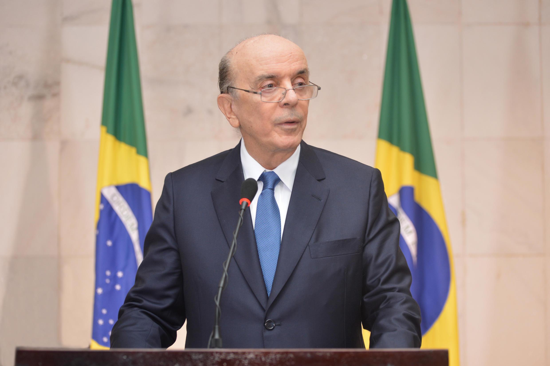 O chanceler brasileiro José Serra está em Paris onde participará de reunião ministerial na OCDE