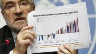 Ông Michel Jarraud, tổng thư ký OMM trình bày báo cáo về khí hậu 2011-2015 tại Genève ngày 25/11/2015.