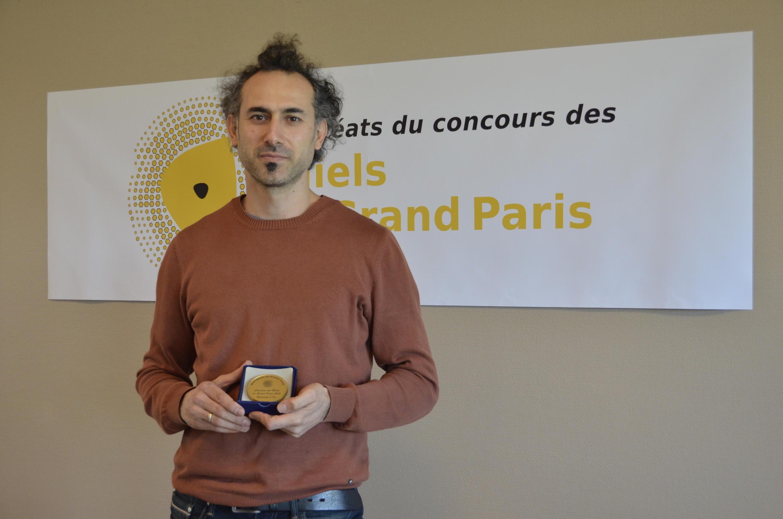 """Volkan Tanaci, ganador en el concurso """"Mieles del Gran París"""", diciembre de 2016."""