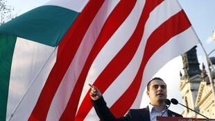 Le président du parti nationaliste Jobbik, Gabor Vona, lors d'un rassemblement électoral à Budapest, le 8 avril 2010.
