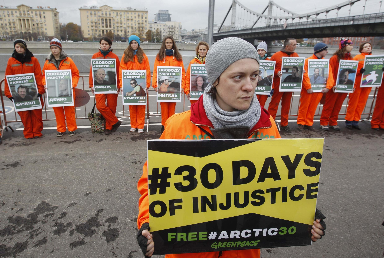 Ativistas pedem libertação dos ativistas em Moscou.