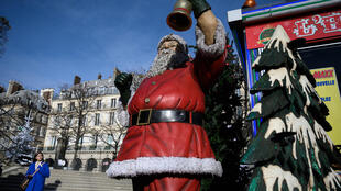2020-10-30 france paris tuileries gardens santa claus father christmas