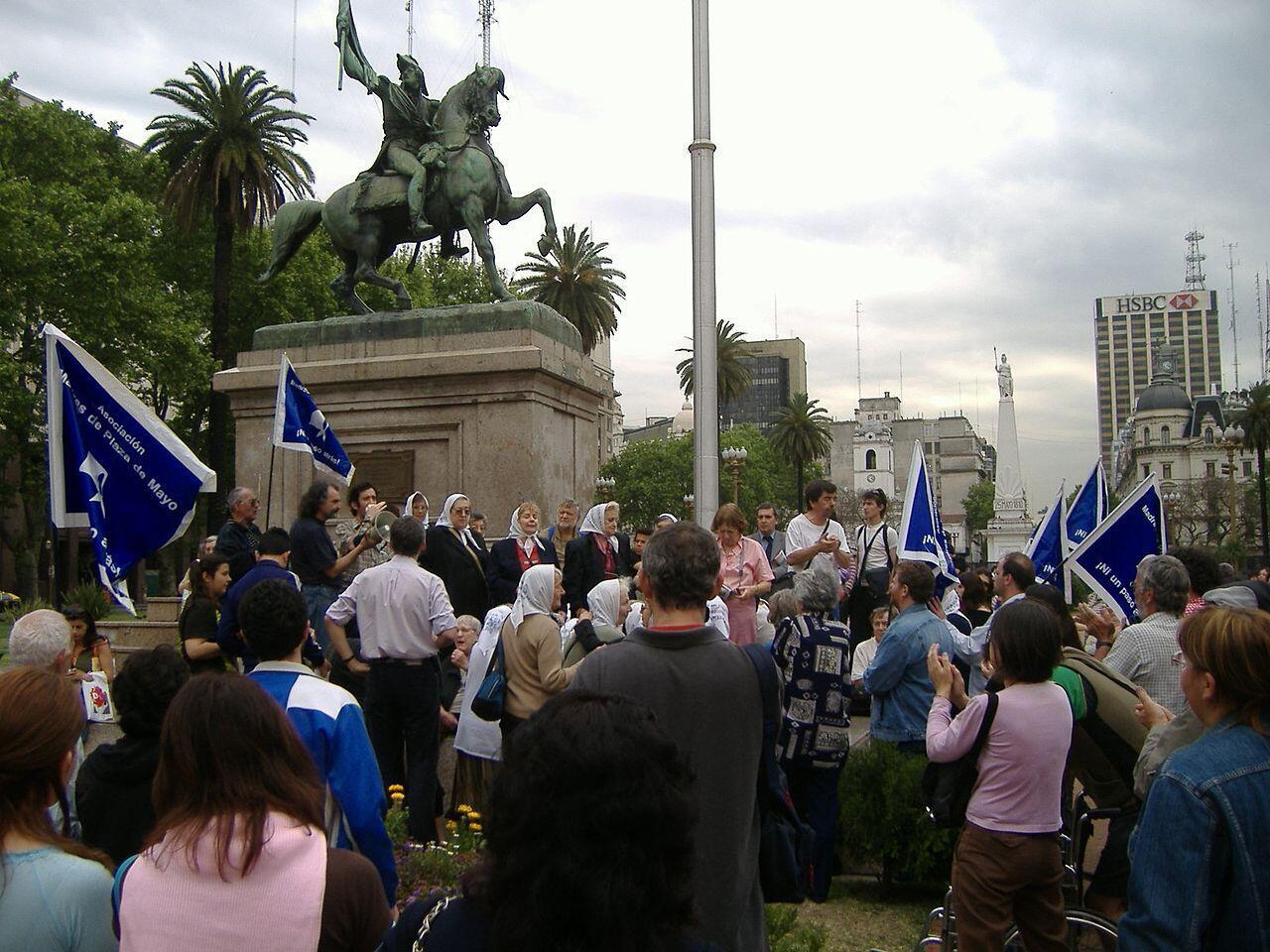 Há 40 anos as Mães da Praça de Maio se reúnem em nome dos desaparecidos na ditadura argentina.