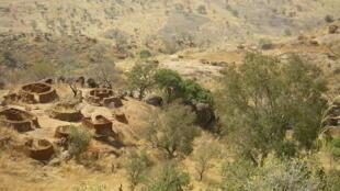 Monts Nuba, un village abandonné.