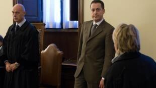Paolo Gabriele (centro) no momento de seu julgamento, em outubro de 2012.