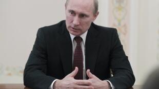 Vladimir Putin akinyooshea Marekani kidole cha lawama.