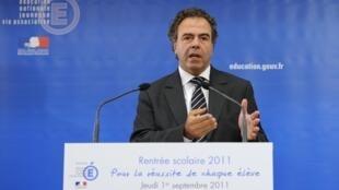 Le ministre de l'Education nationale Luc Chatel se retrouve opposé à un important mouvement de contestation au sein même de son parti