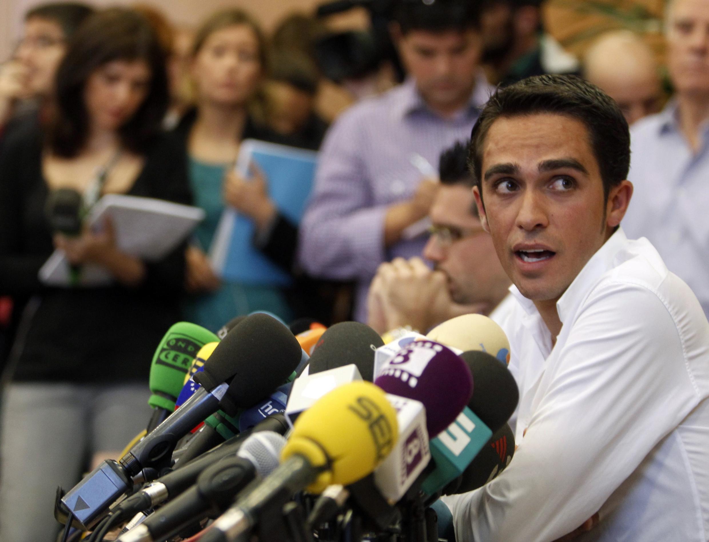 Alberto Contador trong cuộc họp báo tại quê nhà Tây Ban Nha hôm 1/10/2010