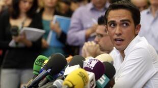 Depuis la révélation de son contrôle positif, le 24 août, Alberto Contador a dû faire face à une énorme pression médiatique.