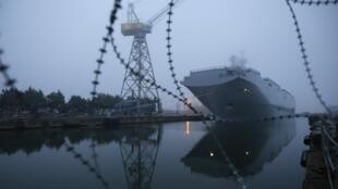 En attendant un éventuel accord, le «Vladivostok» reste à quai à Saint-Nazaire.