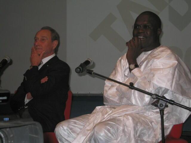 Bertrand Delanoë et Khalifa Sall côte à côte dans une opération qui leur tient à coeur.