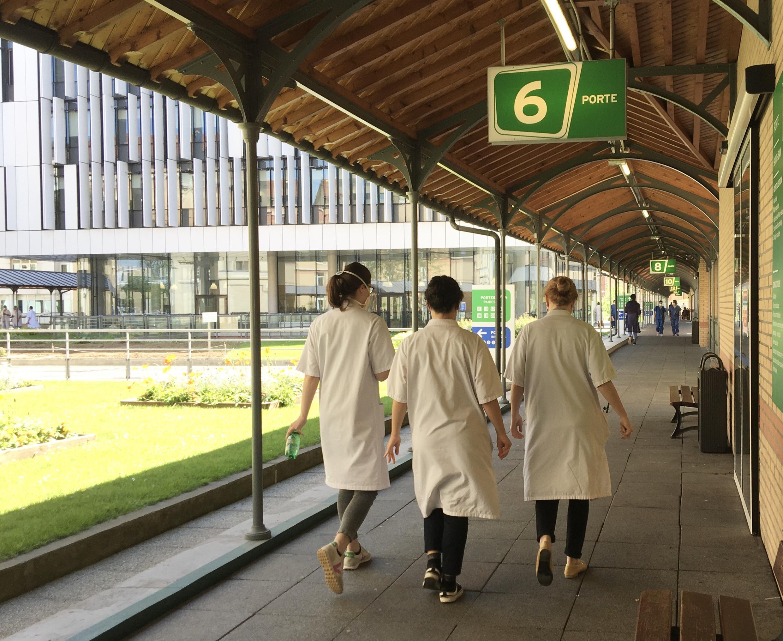 L'Hôpital Saint-Joseph à Paris : les équipes soignantes mobilisées sur le front du Covid-19.