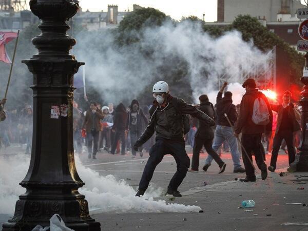 Беспорядки во время воскресной манифестации против однополых браков в Париже 26 мая 2013.