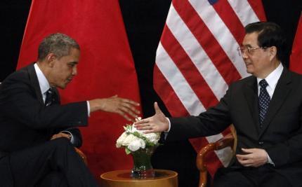 Por trás do aperto de mãos entre o presidente americano e o chinês, o tom das discussões foi áspero; representantes do governo chinês ameaçaram abandonar a mesa de negociações.