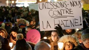 Rassemblement en mémoire des victimes de l'attentat contre une moquée à Québec, le 30 janvier 2017.