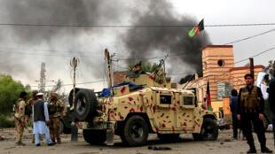 阿富汗安全部队在贾拉拉巴德枪战并发出爆炸声   2018年5月13日