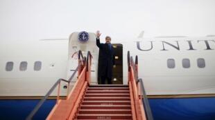 O secretário de Estado norte-americano John Kerry tenta desbloquear as negociações de paz israelo-palestinas durante sua passagem por Israel.
