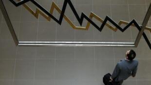 3月9日,从亚洲到欧洲,从巴黎到华尔街,股市一路狂泻。美股狂跌程度直逼2008年金融危机爆发之时。
