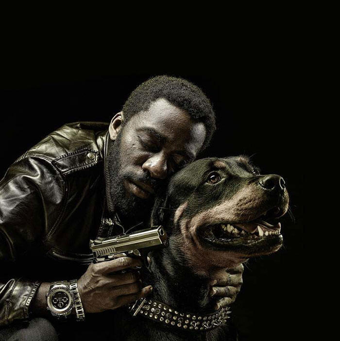 """Lázaro Ramos interpreta um ex-policial psicopata em """"Mundo Cão""""."""