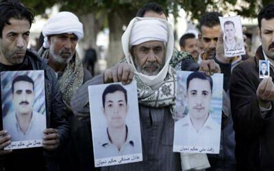 تجمع خانوادههای مسیحیان قبطی مصری که توسط داعش ربوده و سر بریده شدند
