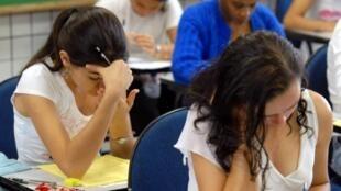 دانش آموزان فرانسوی در امتحانات نهایی دیپلم متوسطه