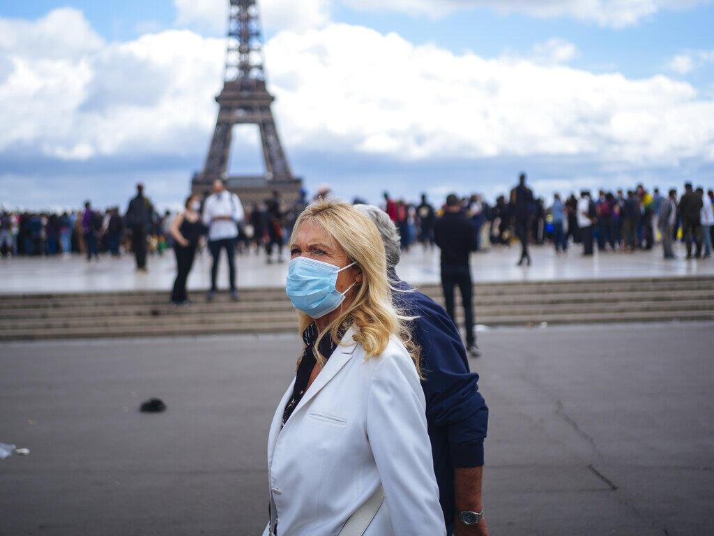 Na resenha da imprensa francesa desta segunda-feira a preocupação dos franceses com a segunda onda da pandemia de covid-19 e a volta às aulas no país.