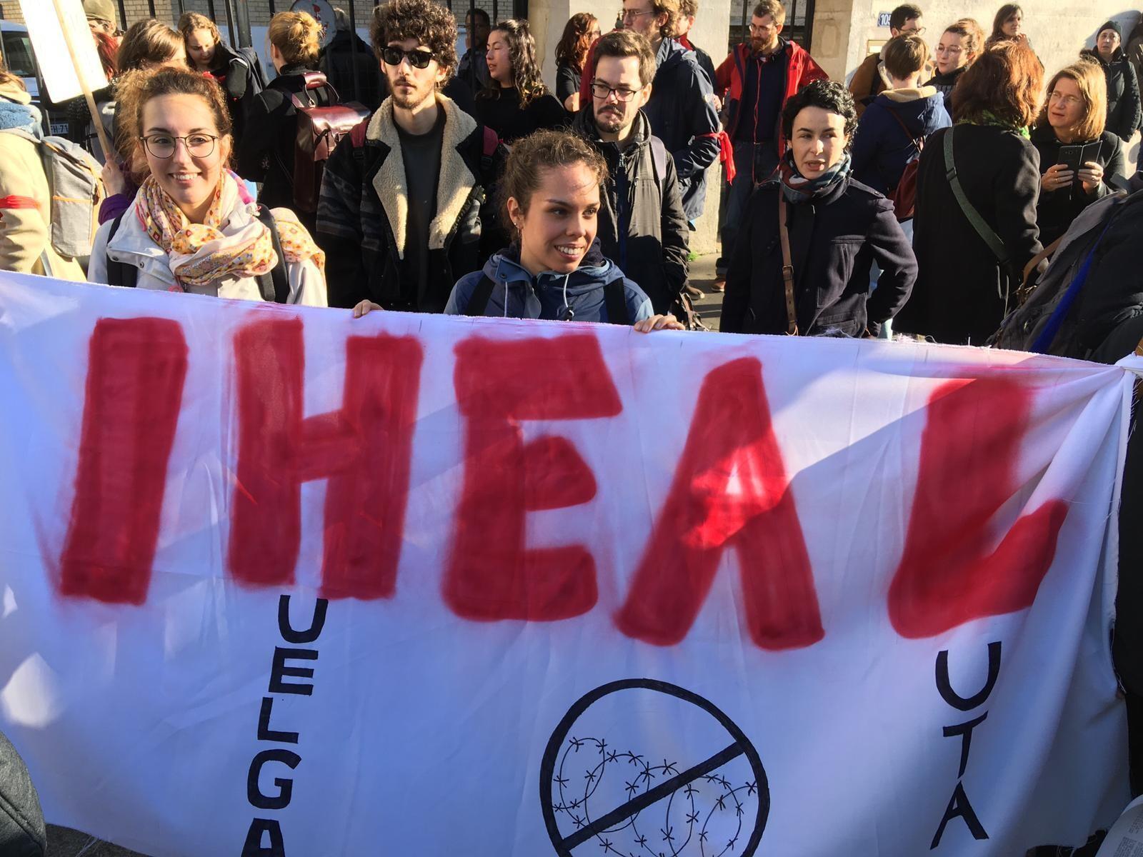 Universidade parisiense cancela volta às aulas e cria universidade popular para debater reformas do governo Macron e movimentos sociais.
