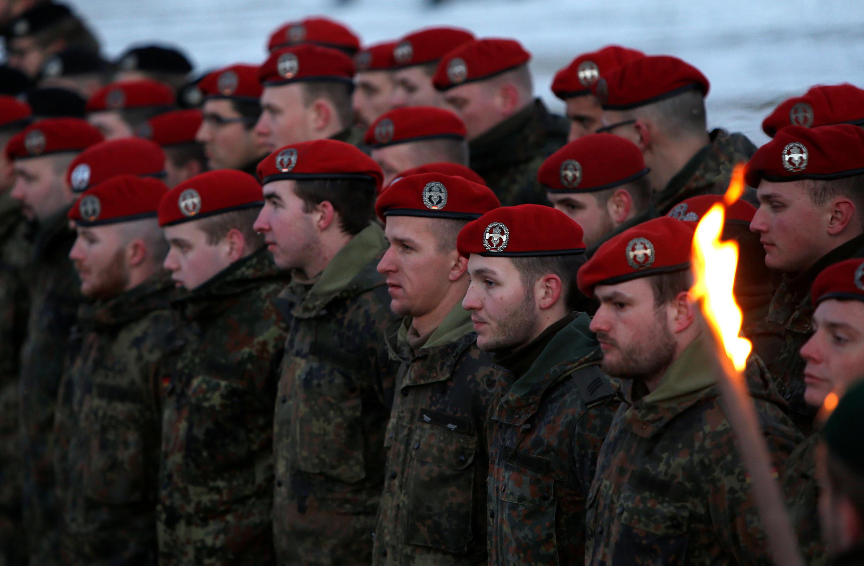 Солдаты германского Бундесвера перед отправкой в Литву, Оберфихтах, Германия, 19 января 2017.