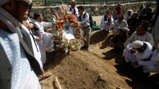 Enterrement du journaliste afghan Zabihullah Tamanna, tué en juin 2016.