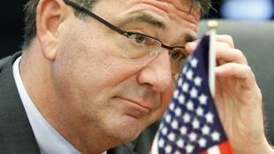 O novo secretário da Defesa dos EUA, Ashton Carter