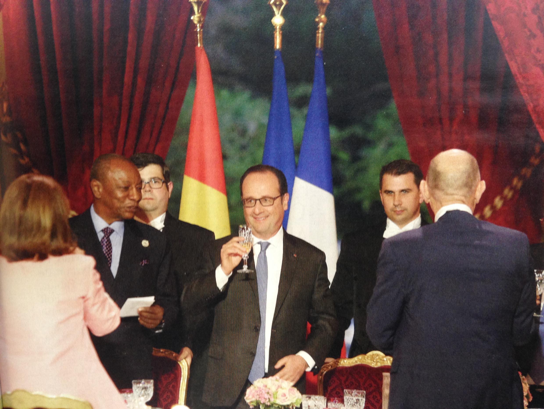 François Hollande durante uma de últimas recepções como presidente no Palácio do Eliseu