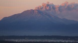 Erupção do vulcão Calbuco começou na quarta-feira.