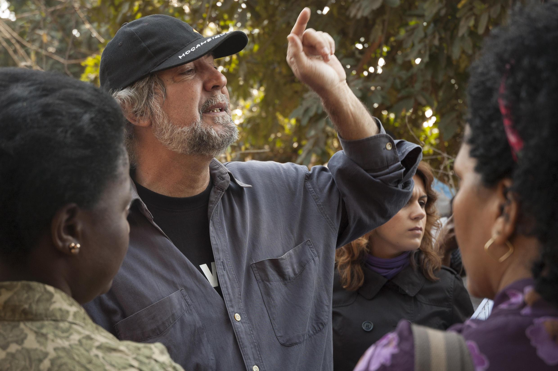 Realizador moçambicano Sol de Carvalho em rodagem