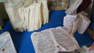 Parmi les objets le plus souvent retrouvés, des livres saints de toutes les religions, aux pages souvent gondolées par l'eau.