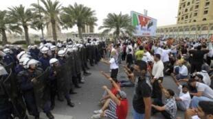 Манифестация в столице Бахрейна в воскресенье 13 марта 2011.