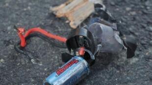 Destroços da bomba artesanal usada no duplo atentado durante a Maratona de Boston.