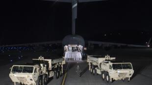 Mỹ lắp đặt hệ thống phòng thủ THAAD trên lãnh thổ  Hàn Quốc. Ảnh ngày 06/03/2017.