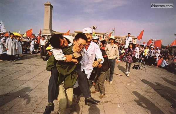 Trong khoảng thời gian từ 17/05/1989 đến 04/06/1989, nhiều sinh viên tuyệt thực đã ngã gục trên quảng trường Thiên An Môn.