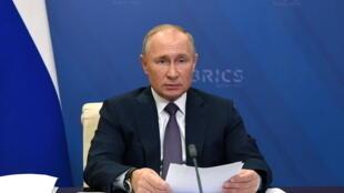 Tổng thống Vladimir Putin tham dự thượng đỉnh BRIC qua video-hội nghị, tại dinh thự  Novo-Ogaryovo, ngoại ô Matxcơva, Nga, ngày 17/11/2020.