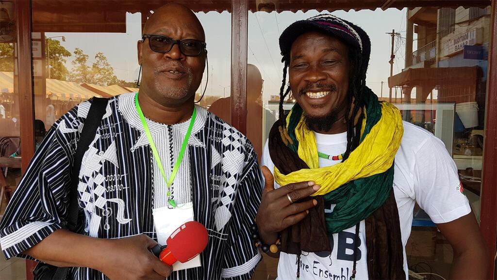 Sayouba Traoré en compagnie de l'artiste musicien burkinabè Sana Bob.