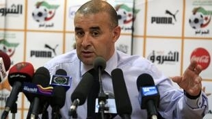 Abdelhak Benchikha lors de sa première conférence de presse en tant que sélectionneur de l'Algérie.