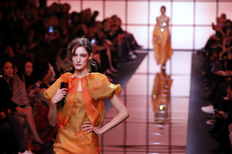乔治阿玛尼在巴黎2017春夏时装周亮相