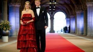 El príncipe Guillermo-Alejandro y su esposa Máxima este 29 de abril de 2013 en Amsterdam.