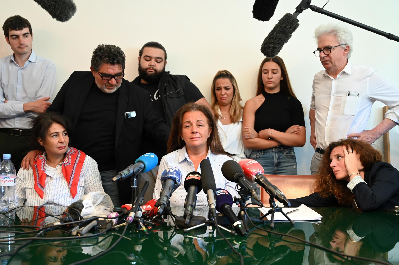 La famille de Cédric Chouviat, lors d'une conférence de presse mardi 23 juin.
