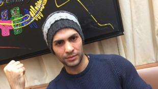 Chanteur et mannequin, Reshad Nikzad présentait l'émission «Qui veut gagner des millions ?» en Afghanistan. Menacé par les talibans, il a dû quitter son pays.