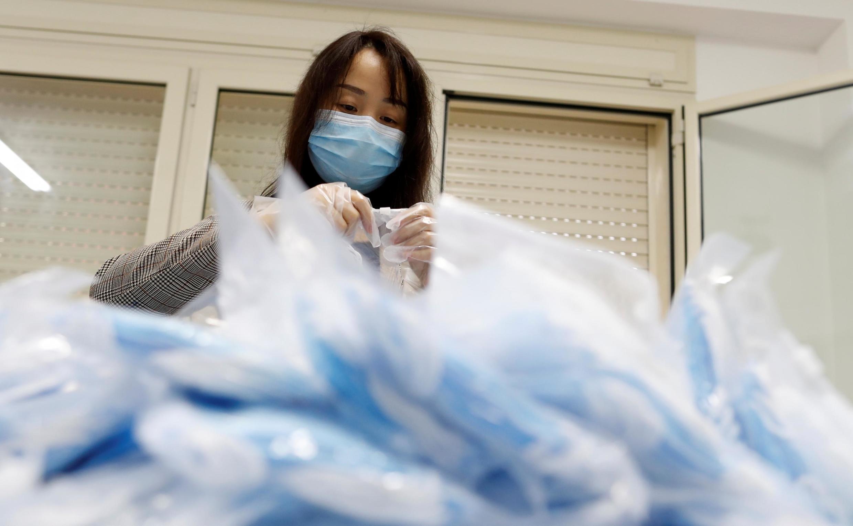 Еврокомиссия приостановила поставки 10 миллионов масок из Китая