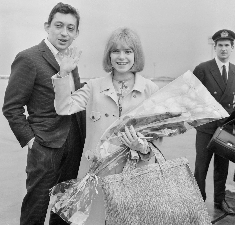 Serge Gainsbourg et France Gall, le 21 mars 1965 à Orly, au lendemain de leur succès à l'Eurovision.