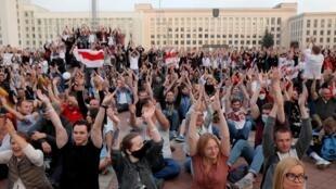 A Minsk, la capitale biélorusse, des manifestants protestent contre les résultats de l'élection présidentielle. 14 août 2020.
