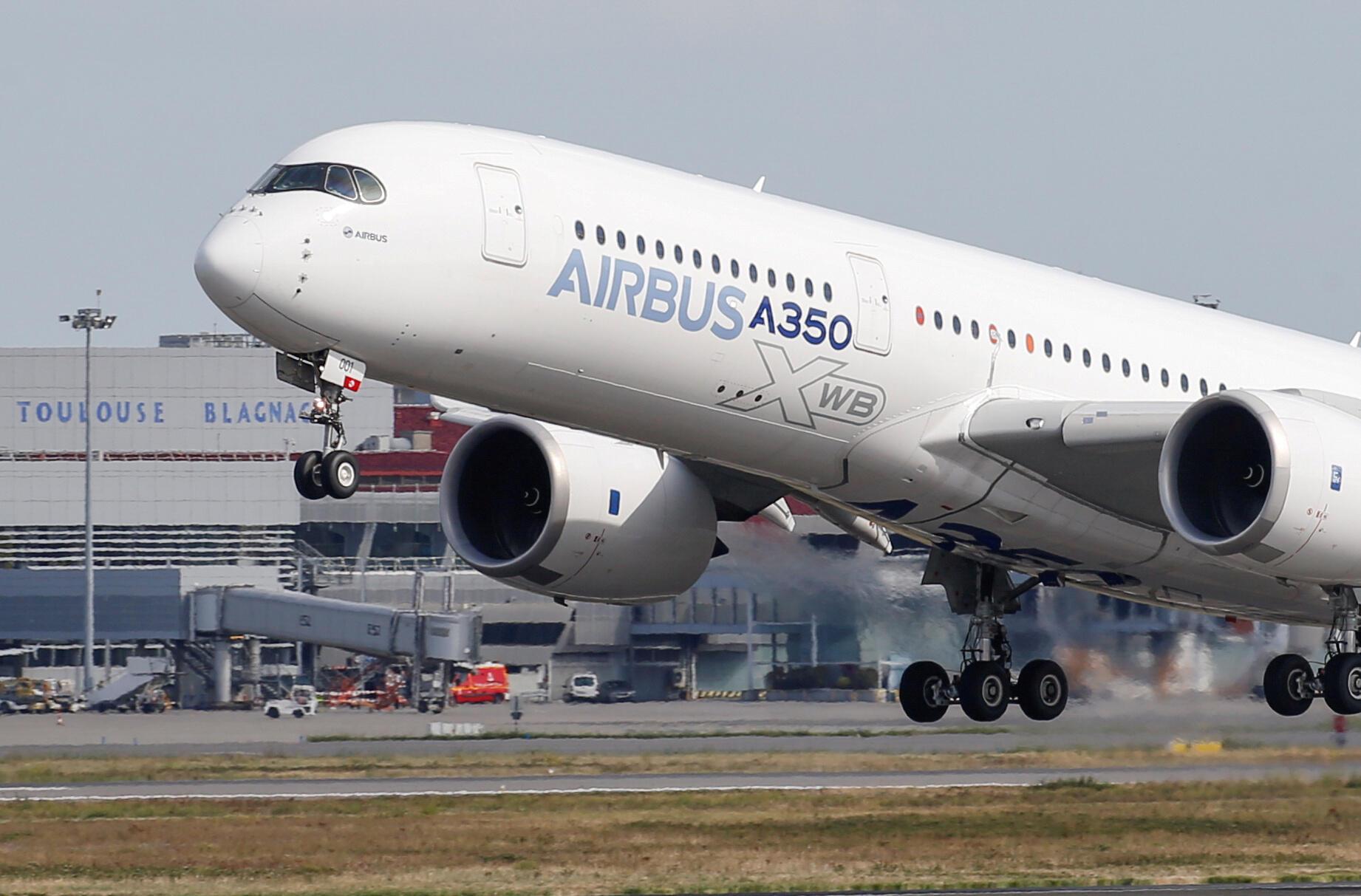 Một chiếc Airbus A350 cất cánh từ sân bay ở Colomiers, gần Toulouse, Pháp, ngày 27/09/2019