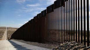 Pentágono volta a dar mais 3,6 mil milhões de dólares para continuar a construir Muro junto à fronteira com o México